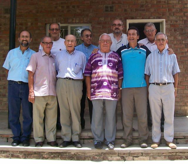Obispo Ángel y Obispo Serrano con los compañeros del IEME