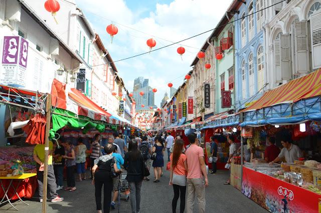 pho-mua-sam-Chinatown-du-lich-singapore-malaysia-tu-tuc