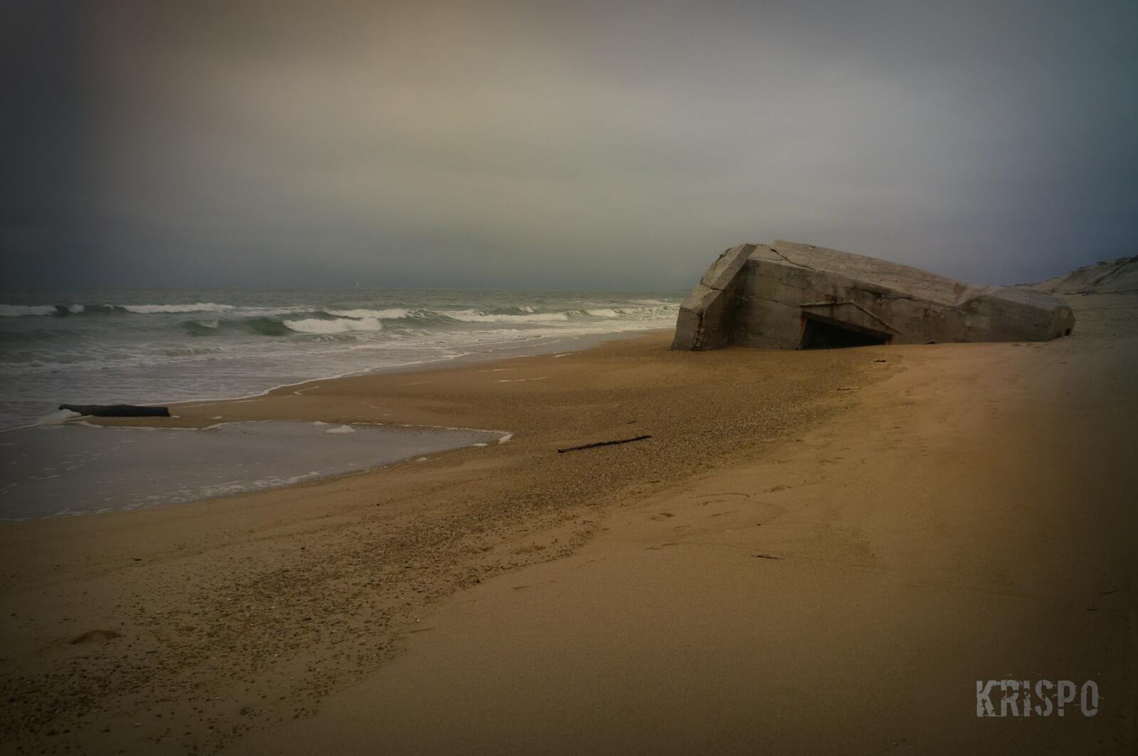 bunker de segunda guerra mundial a orillas del mar en las landas