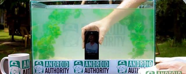 El iPhone 5 es muy resistente al agua y sobrevive a las...