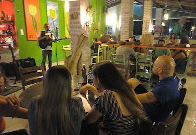 Geovan Morais em apresentação no Restaurante Tulipas