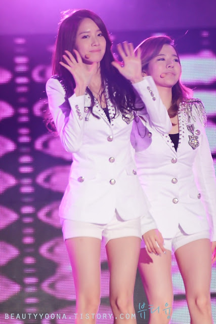 YOONA WITH SNSD MEMBER