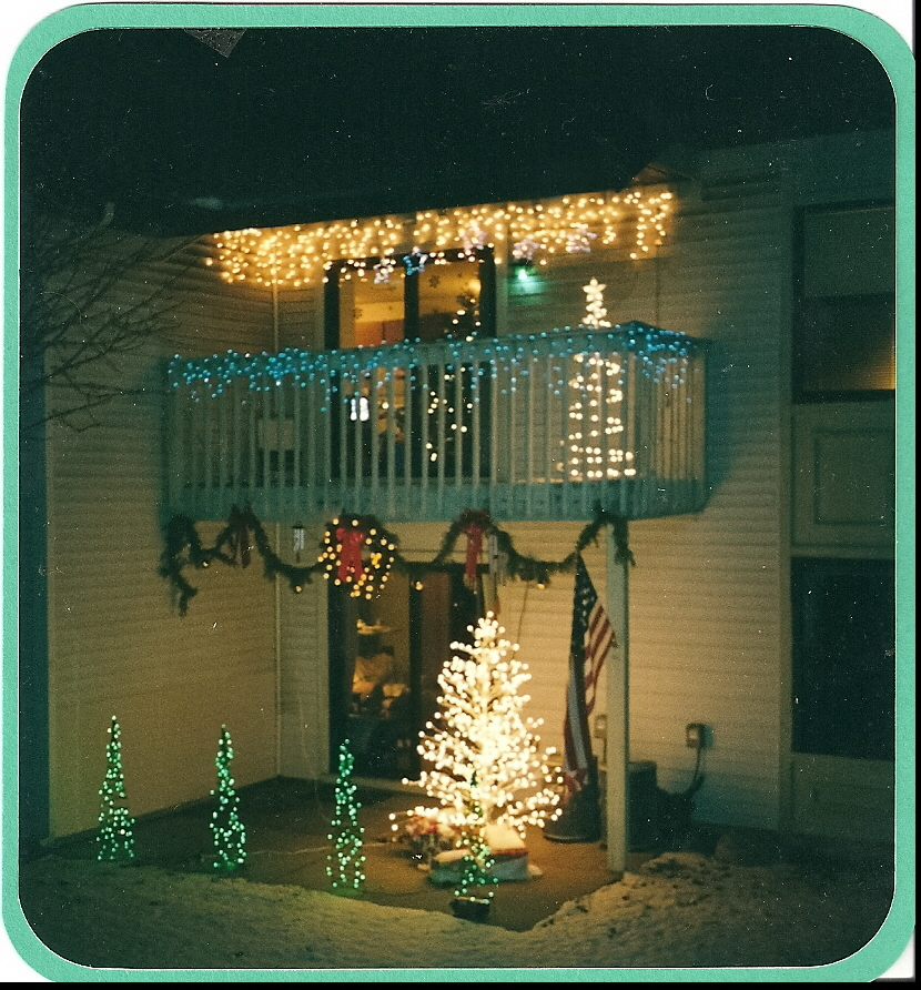 Christmas Decorating Ideas For Apartment Patio : Decorating apartment with christmas lights