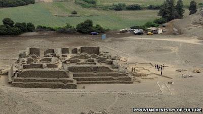 El Paraiso pyramid, Peru