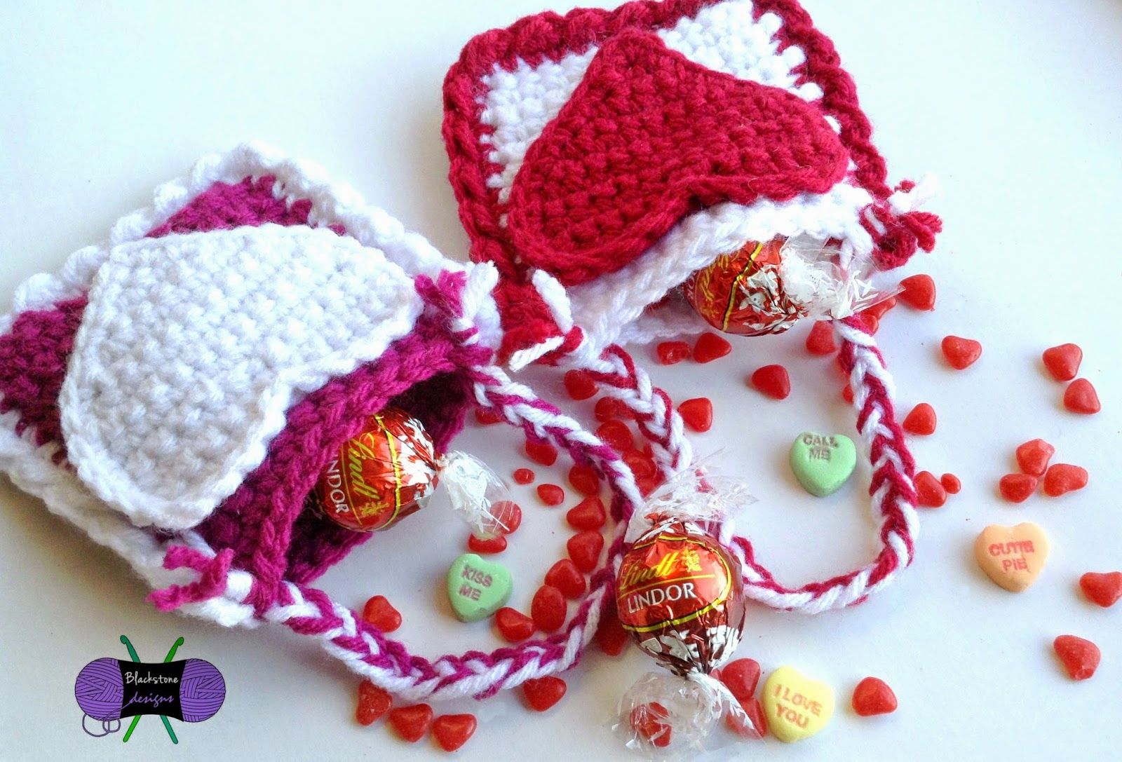 http://www.ravelry.com/patterns/library/valentines-day-treat-bags