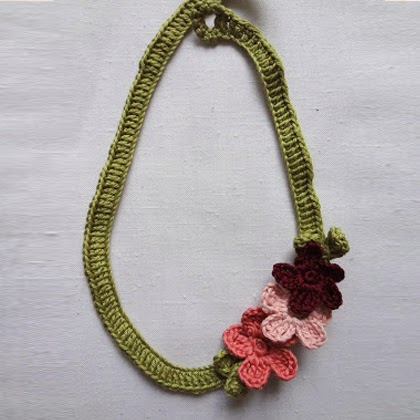 Crochet Tutorial Necklace : Craft Projects: Crochet Flower Necklace Tutorial