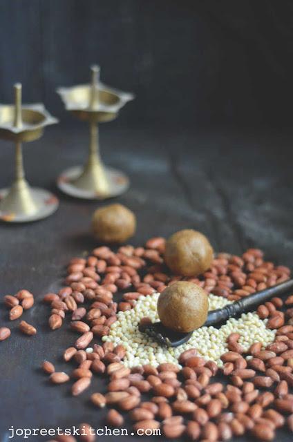 Urad dal & Peanut Ladoo (Verkadalai Ultham Paruppu Ladoo)