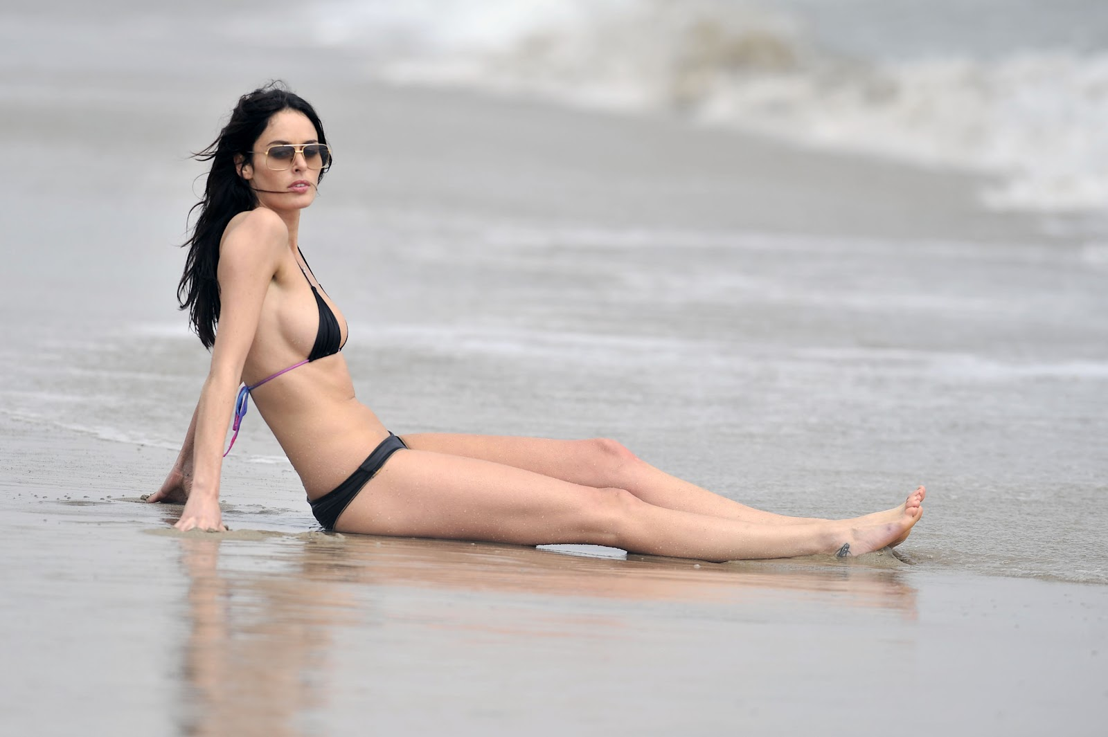 nicole de boer bikini nude