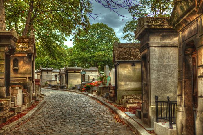 Pere Lachaise is one of the most famous cemeteries in the world. It is situated in the eastern part of the capital and is officially called the Eastern cemetery. Among other things, Pere-Lachaise cemetery, perhaps, is the largest green oasis in Paris and one of the largest museums of gravestones, covering an area of approximately 48 hectare.