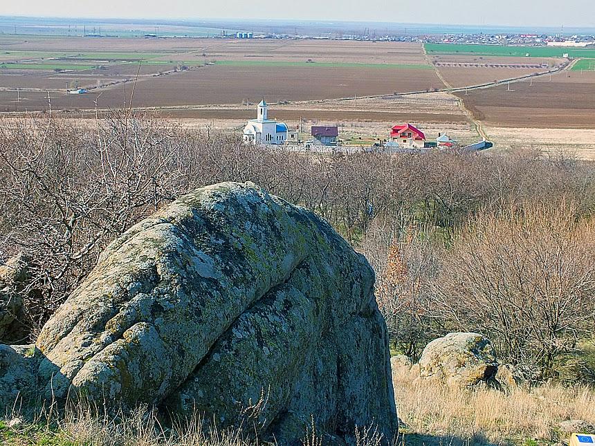 manastirea izvorul tamaduirii vedere de pe munte