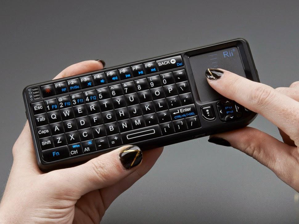 Rii Mini V3 - Melhor mini teclado wireless com toutchpad embutido.