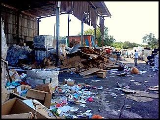 pusat pengumpulan barang terbuang dan terpakai yang boleh di kitar semula