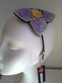 Diadema con flor de lentejuelas...preciosa!!
