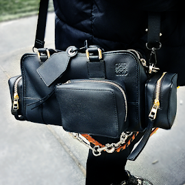 Loewe Black Amazona 28 pocket shoulder bag.