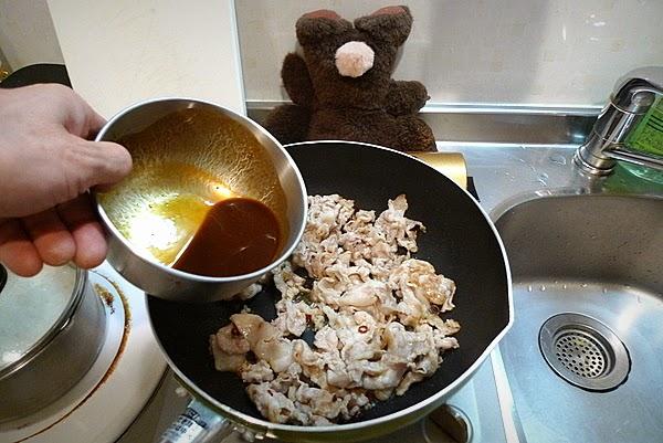 ドミグラスソースのオムレツ風 豚みそ炒め卵とじ丼の作り方(2)