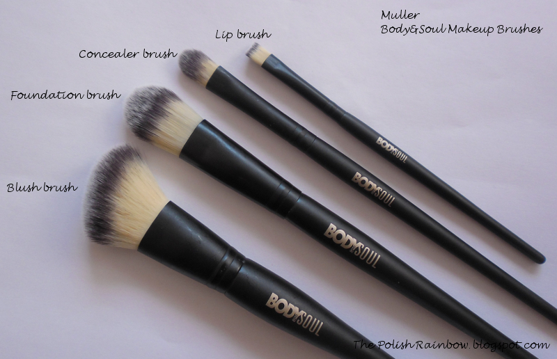 So I'll be reviewing 4 brushes for you today (there are more brushes in their collection, I got these four). They usually cost between 20-30 kn.