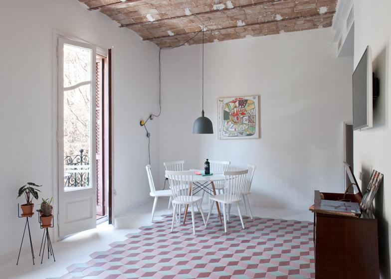 Appartamento a barcellona dai colori vivaci in stile art for Case di architetti moderni