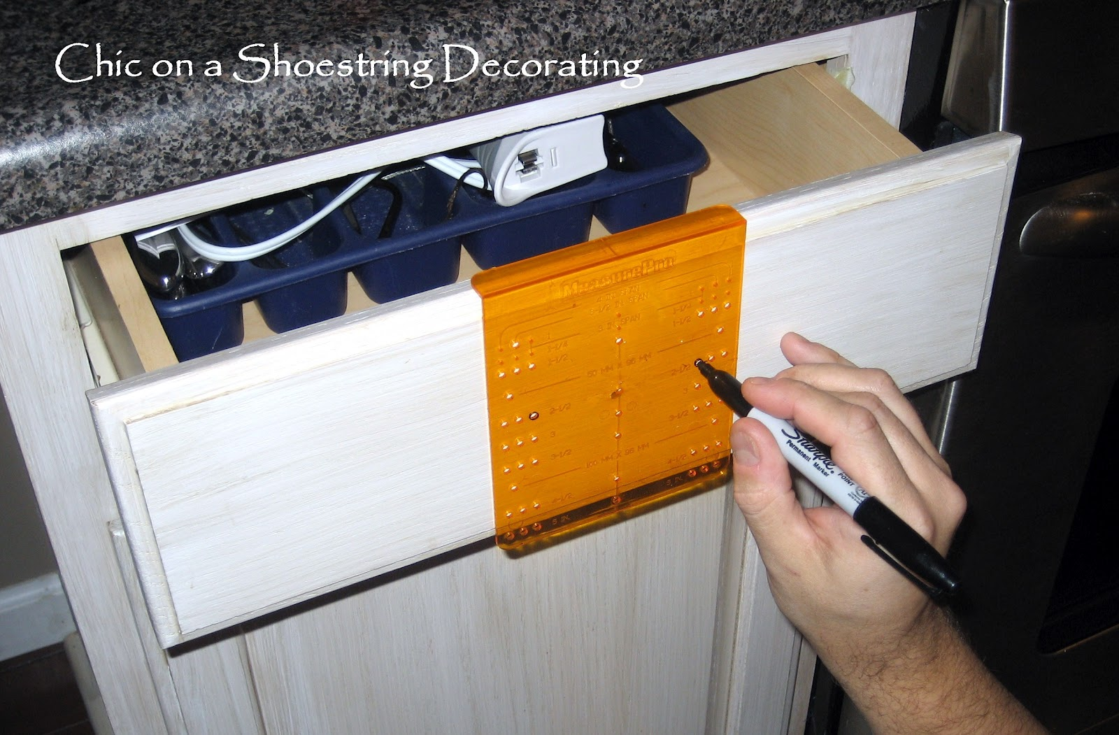 Chic on a shoestring decorating how to change your for Kitchen cabinets hardware