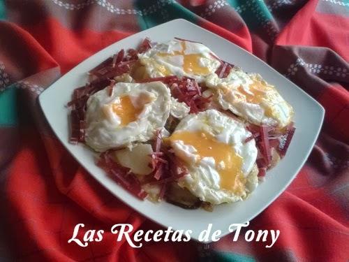 Huevos Rotos Con Patatas A Lo Pobre Y Virutas De Jamón