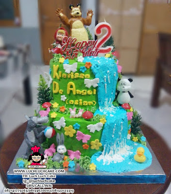Kue Tart Masha and The Bear Tingkat