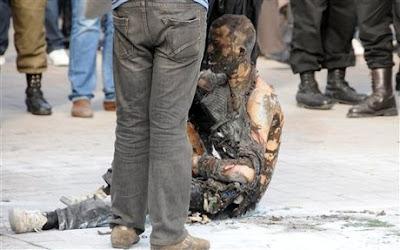 Pemuda bakar diri akhirnya mati
