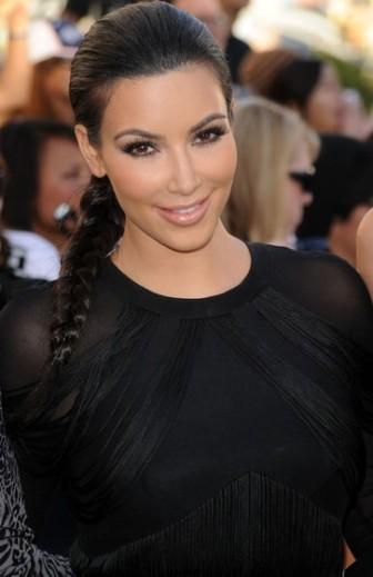 Kim Kardashian con trenza
