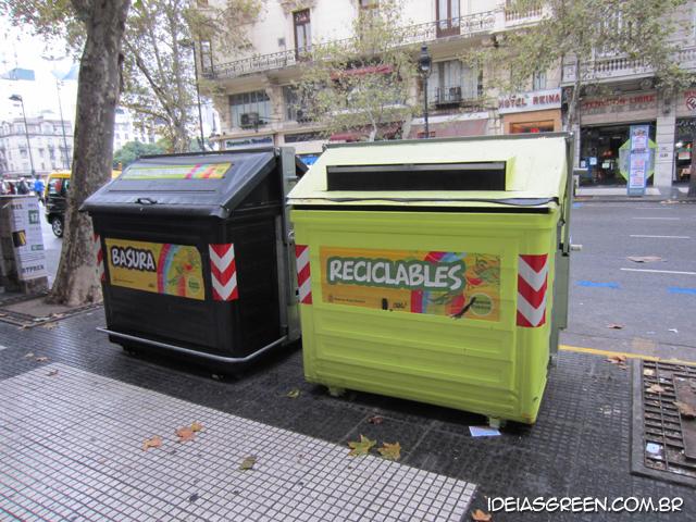 Buenos Aires tem lixeiras enormes para reciclagem