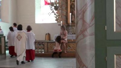 melakukan,hubungan seks,di dalam gereja