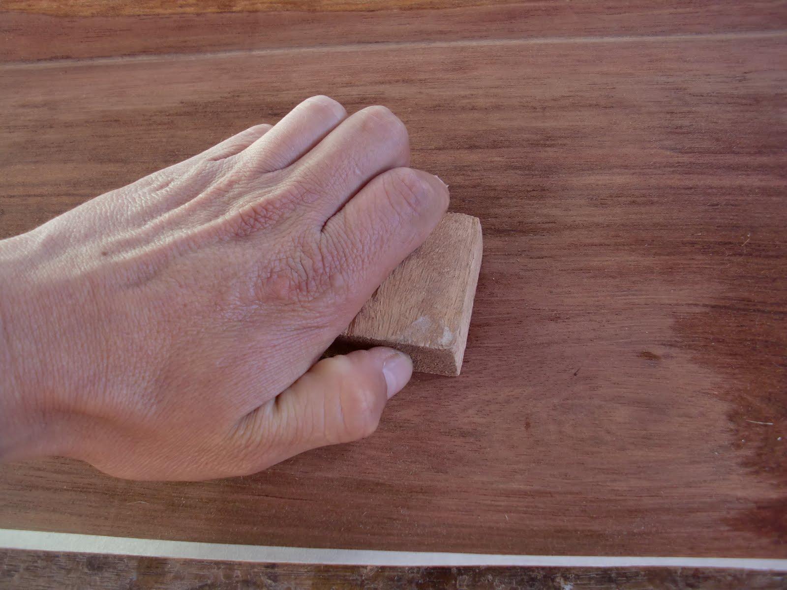 Decoraciones manualidades en madera pegar lamina de for Laminas de decoracion para pared