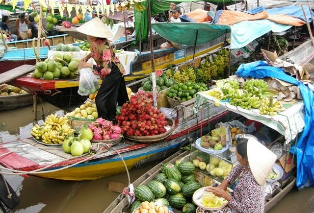 Top 5 attractive floating markets in Mekong Delta,