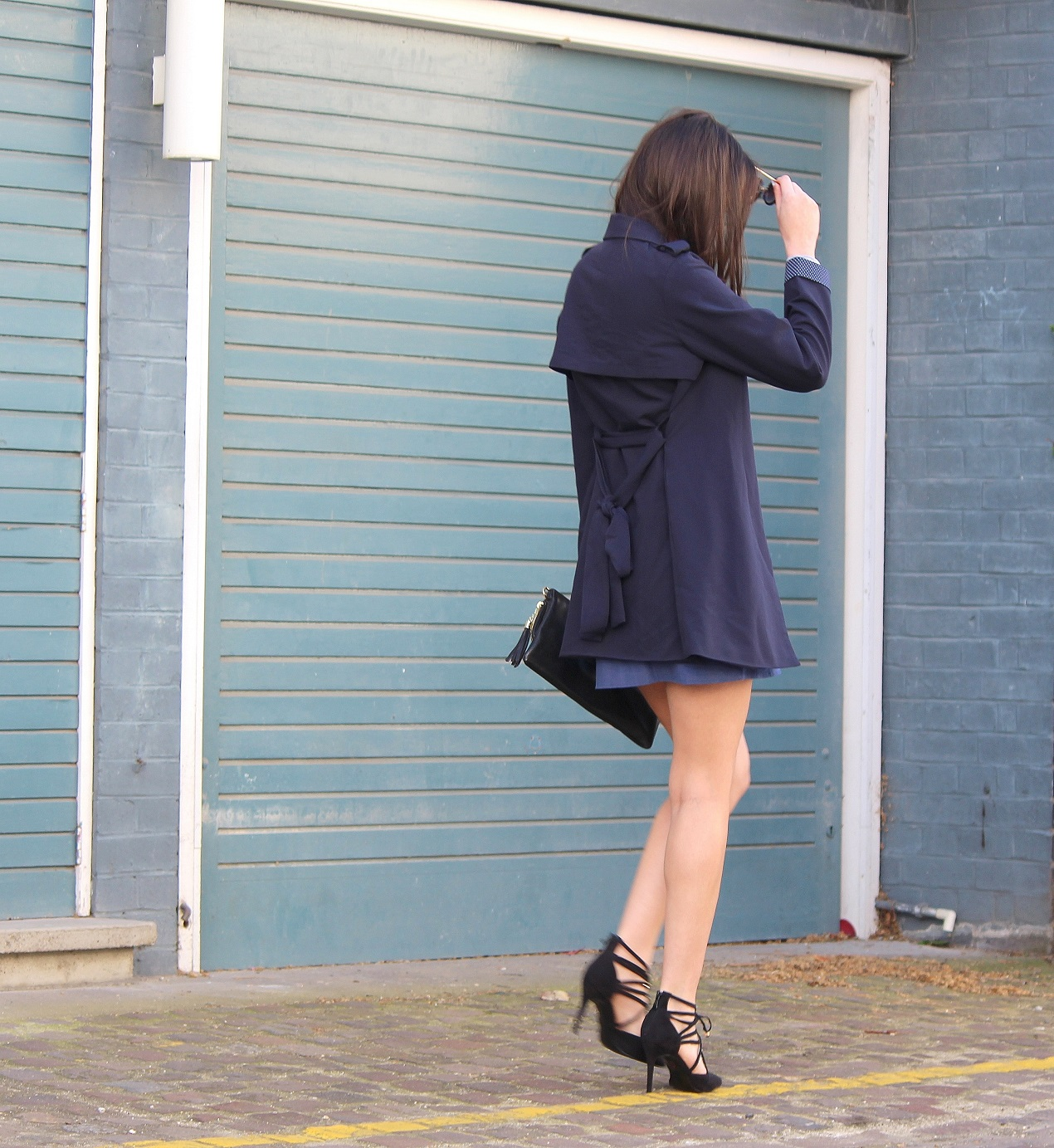 peexo fashion blogger wearing trench coat and a-line button down skirt 70's and lace up heels