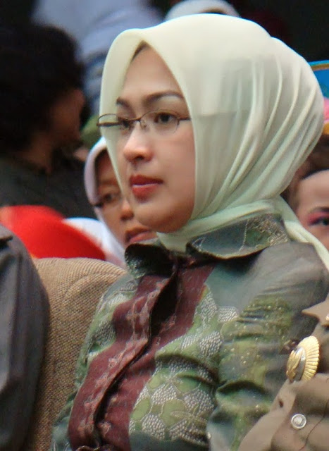 Foto Airin Rachmi Diany (Cantik, Berjilbab, Kaya Raya)