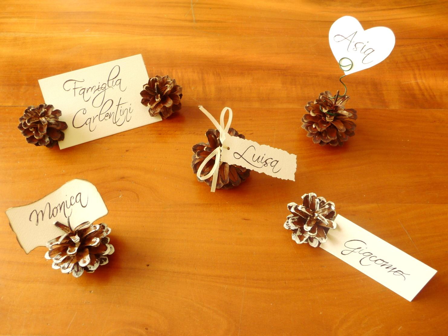 Incartesimi idee per nozzefurbe segnaposto con pigne e carta - Idee originali per segnaposto matrimonio ...