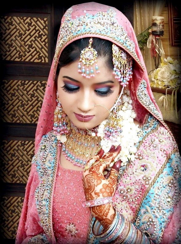Aawesum bridal dresses dizain 39 s wedding styles for Dress dizain photo