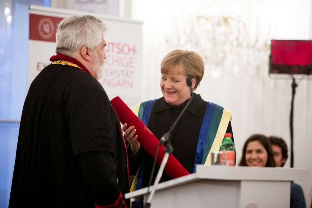 Angela Merkelt, demokrácia, Magyarország, Merkel Budapesten, Orbán Viktor, Orbán-kézcsók, protokoll, Szegedi Tudományegyetem