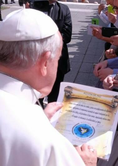 PERGAMINO FIRMADOPOR TODOS LOS LIDERES INTERRELIGIOSOS PARA EL SANTO PADRE  PAPA FRANCISCO
