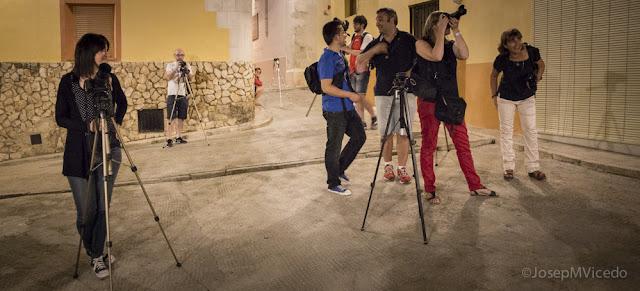 Fent fotos de nit a La Vila d'Ontinyent. AFCA. Fotografia Canals.