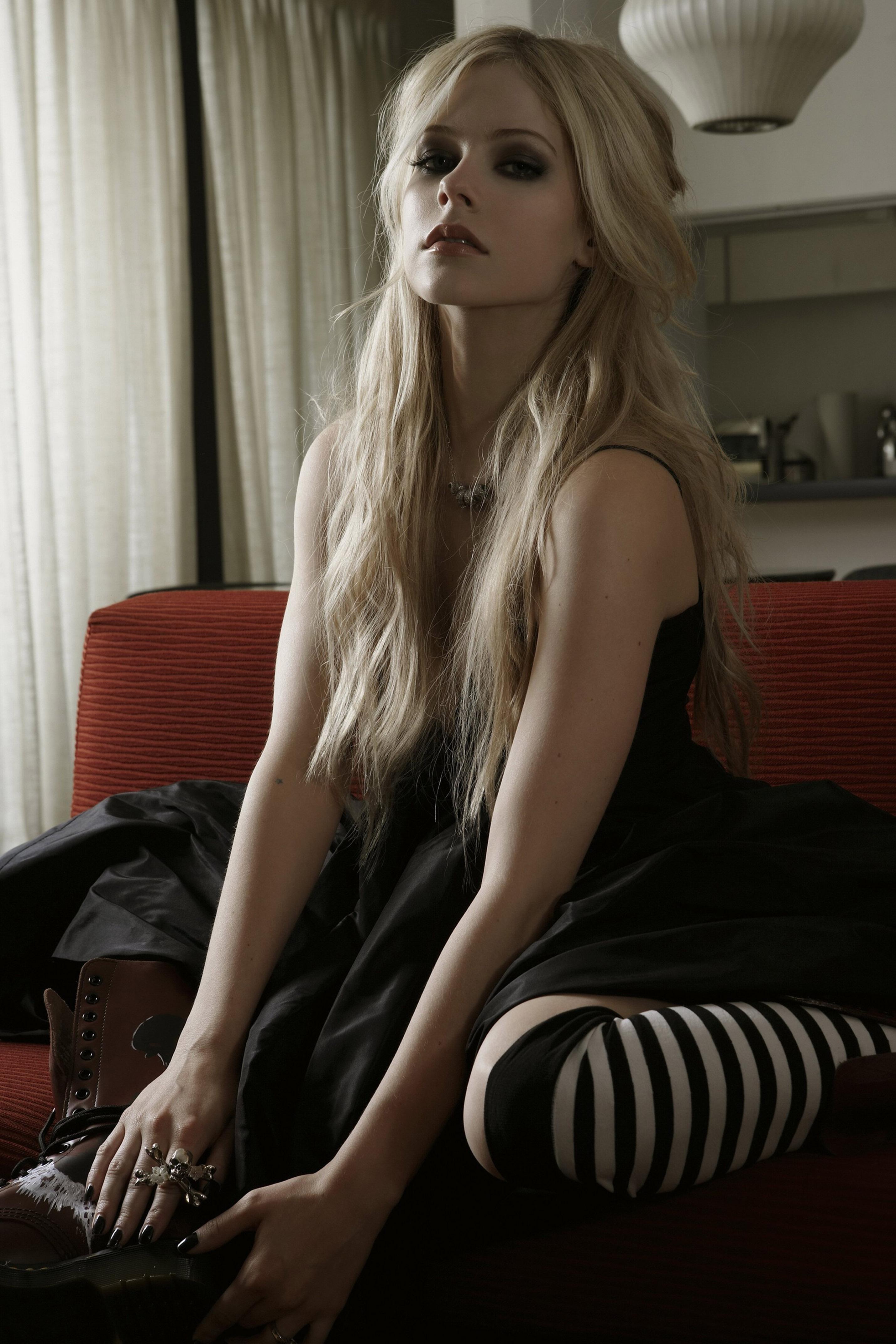 Avril lavigne сосет