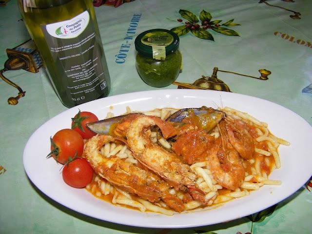 trofie alla carlofortina..in collaborazione con caompagnia del pesto genovese ...il  connubio  di due terre unite dal mare!!!!!