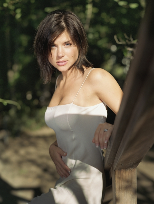 ACTRESS LATEST PHOTO VIDEO SHOW Tiffani Amber Thiessen Photoshoot