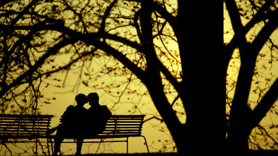 couples-sitting-on-bench