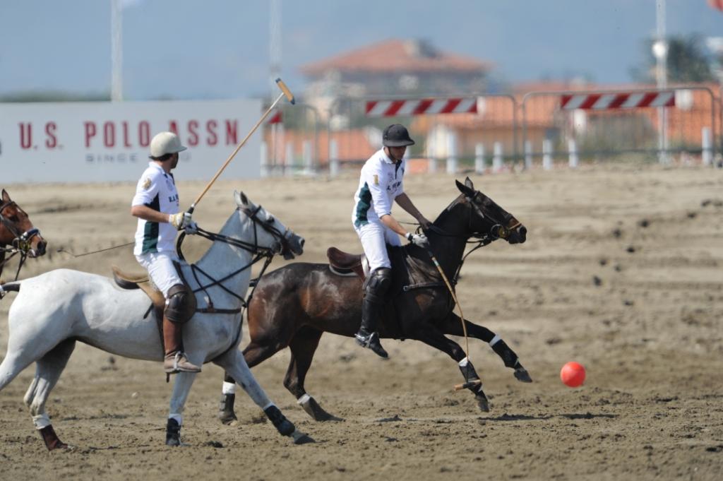 Borsechepassione il fashion blog by giulia murolo u s polo assn sponsor del polo gold cup - Bagno costanza forte dei marmi ...