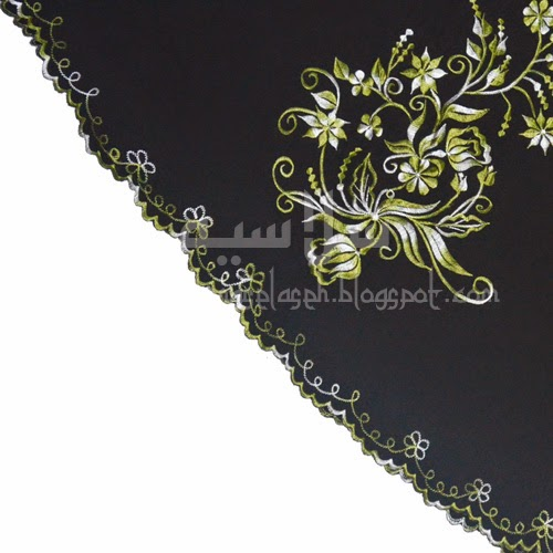 Telekung Vietnam tanah hitam, bunga hijau lumut sulam sisi