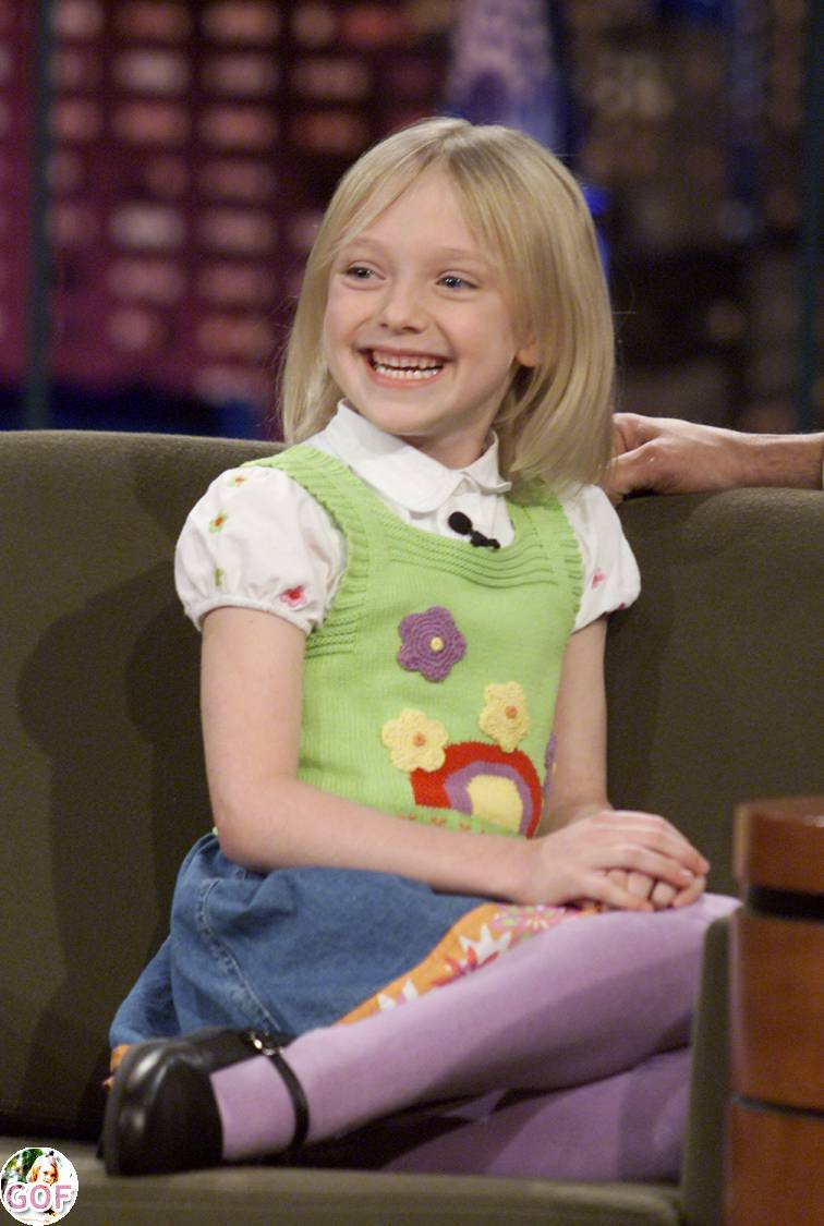 DAKOTA FANNING: Viewpoint: October 2011little girl peeing