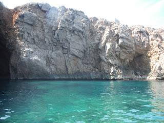 Arribant en kayak a la cova de la sal; aigües cristal·lines !