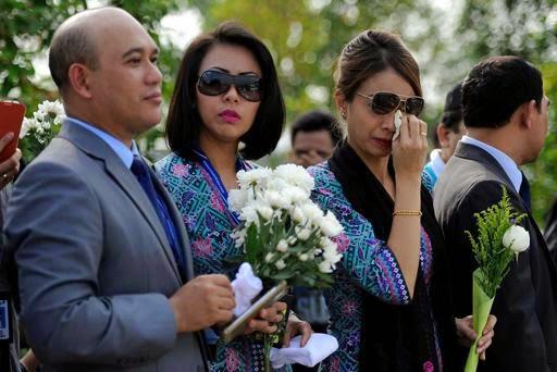 GAMBAR SEKITAR KETIBAAN MANGSA NAHAS MH17