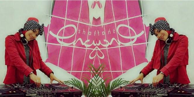 Satchy berhijab berprofesi sebagai DJ