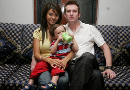 Foto Carson Quinn, Farah Quinn dan Anaknya