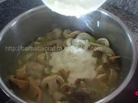 Ciulama de ciuperci preparare cu smantana reteta