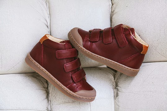 子供の足にやさしいデザインのかわいい子供靴